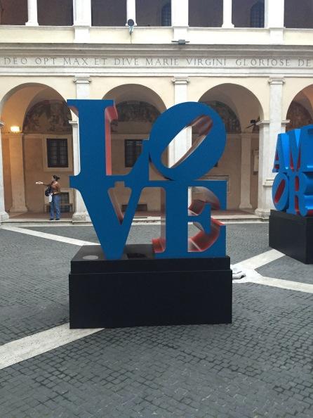 Love, 1966-1998 Alluminio policromo (blu e rosso) 183x183x91,5 cm Courtesy Collezione privata
